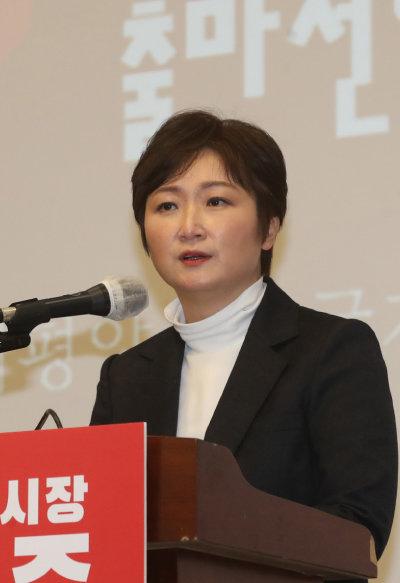 이언주 전 의원이 지난해 12월 17일 부산시장 보궐선거 출마를 선언하고 있다. [뉴스1]