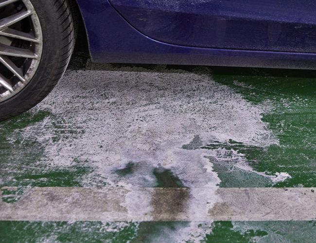 제설제가 차량 하부에 들어가면 부식의 위험이 있다.
