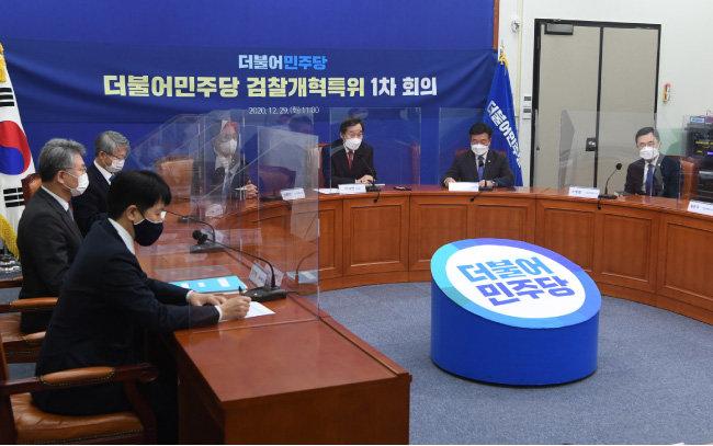 지난해 12월 29일 서울 여의도 국회에서 더불어민주당 검찰개혁특별위원회 첫 회의가 열렸다. [사진공동취재단]