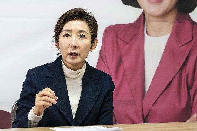 나경원 전 원내대표가 1월 22일 서울 여의도 선거캠프에서 자신의 공약을 밝히고 있다.  [조영철 기자]