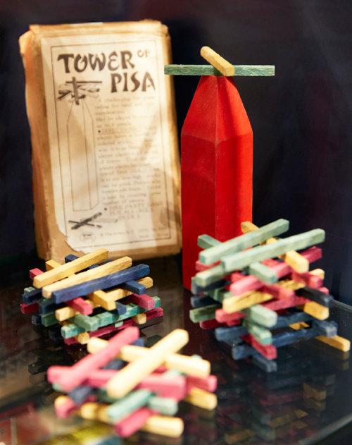 피사의 탑(TOWER of PISA). 수수깡으로 만든 1950년대 장난감으로 역시 해외 수출품이다.