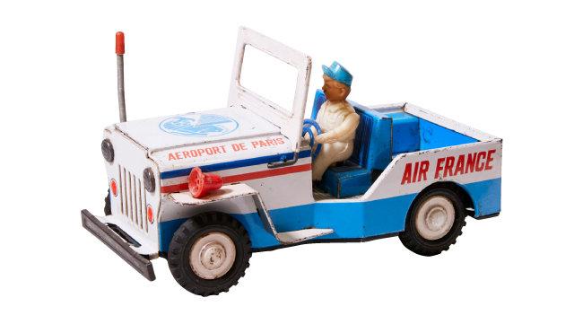 에어프랑스 공항 운용차 장난감. 1960년대 'MADE IN KOREA' 제품이다.