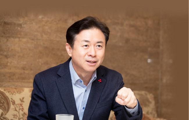 부산시장에 도전하는 김영춘 전 해양수산부 장관. [지호영 기자]