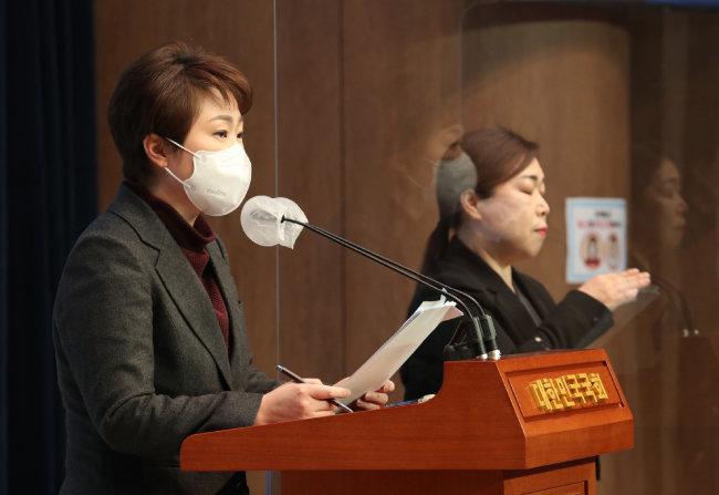이언주 전 의원이 2월 4일 국회 소통관에서 '한일 해저터널 건설'에 대한 기자회견을 하고 있다. [사진공동취재단]