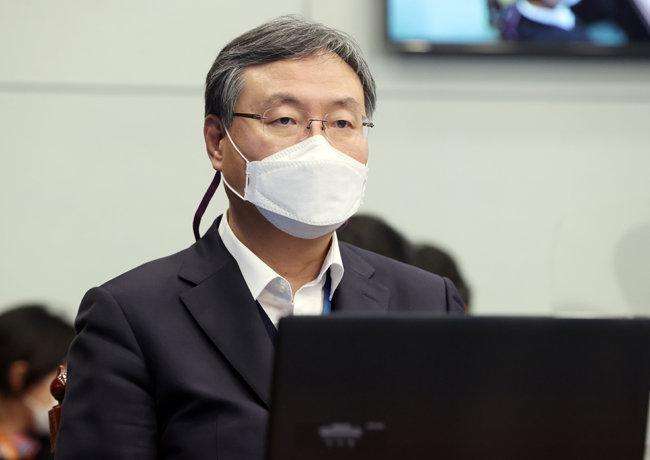 신현수 대통령민정수석은 2월 22일 청와대에서 열린 수석보좌관 회의에 참석했다. [뉴시스]
