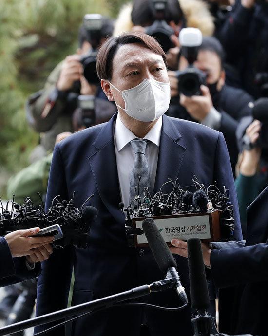 3월 4일 검찰총장직에서 물러나면서 윤석열 전 총장은 유력 대선주자로 부상했다. [뉴시스]