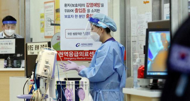 인천 가천대길병원 코로나19 선별진료소 옆 응급실 모습. [뉴시스]