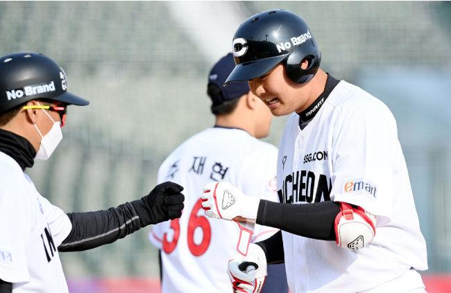 3월 9일 SSG 랜더스와 롯데 자이언츠의 연습경기가 열렸다. [동아DB]
