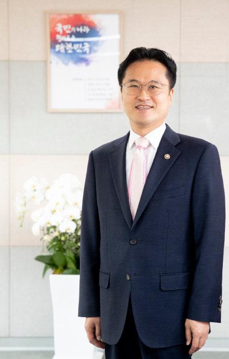 김정우 조달청장은 '혁신조달'을 통해 기술력 있는 기업의 시장 진출을 적극적으로 지원하겠다고 밝혔다. [지호영 기자]