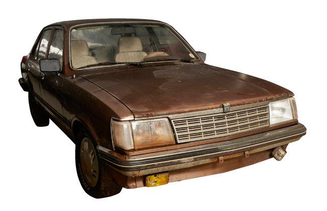 1983년 새한자동차가 대우자동차로 사명을 바꾸고 출시한 '맵시나'.