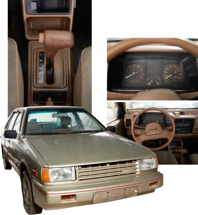 현대자동차가 1988년 생산한 '프레스토 88 AMX'의 변속기, 운전석, 외관. AMX는 안전성이 향상된 모델임을 뜻한다.
