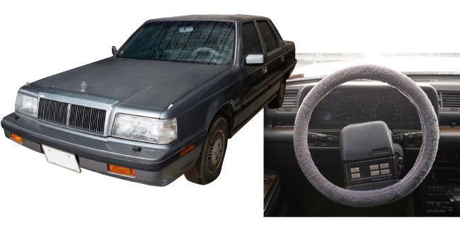 고급 승용차의 대명사로 통하던 1세대 '그랜저' 외관과 운전석. 1986년 생산된 제품이다.