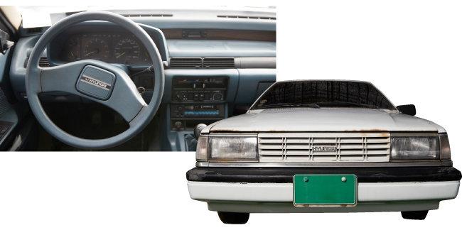 올드카 수집가 임형성 씨의 첫 차 1983년산 '스텔라' 운전석과 외관. 임씨는 이 차를 소장하기로 하면서 자동차 수집을 시작했다.