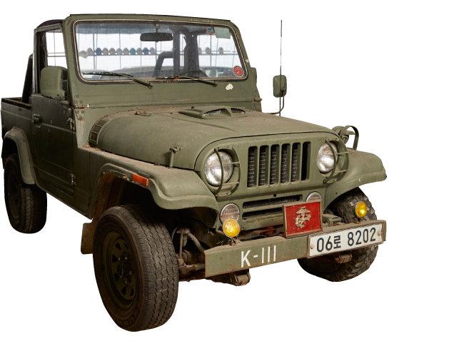 1992년 생산된 지프. 군납 차량을 민간에서 사용할 수 있게 개조한 모델이다.