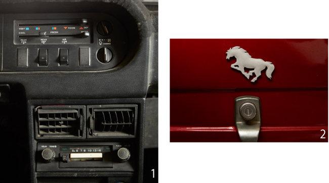1 '포니'의 공조기 시스템과 라디오.  2 '포니'의 상징인 조랑말 마크