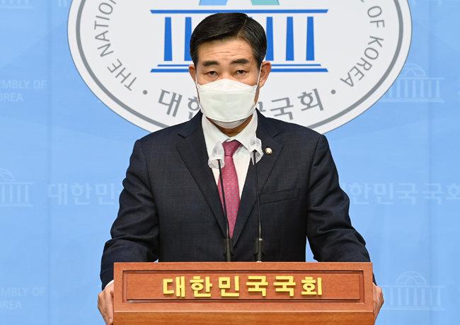 신원식 국민의힘 의원은 4월 13일 서울 여의도 국회 소통관에서 기자회견을 열고 국방 당국의 전시 상황 대비 실제 훈련을 촉구했다. [뉴스1]