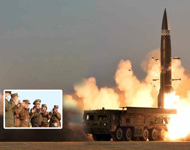 """북한은 3월 25일 발사한 단거리 탄도 미사일 추정 발사체에 대해 '신형전술유도탄'이라고 밝혔다. 노동당 기관지 노동신문은 다음 날 이 발사체가 """"탄두 중량이 2.5t으로 개량된 무기체계""""라며 """"동해상 600km 수역에 설정된 목표를 정확히 타격했다""""라고 주장했다. [평양 노동신문=뉴스1]"""