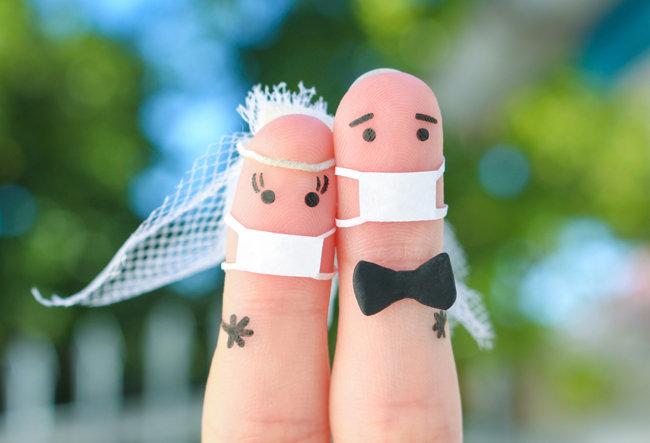 코로나19 유행이 1년 넘게 이어지면서 젊은 층의 연애 및 결혼 트렌드가 크게 바뀌는 것으로 나타났다. [GettyImage]