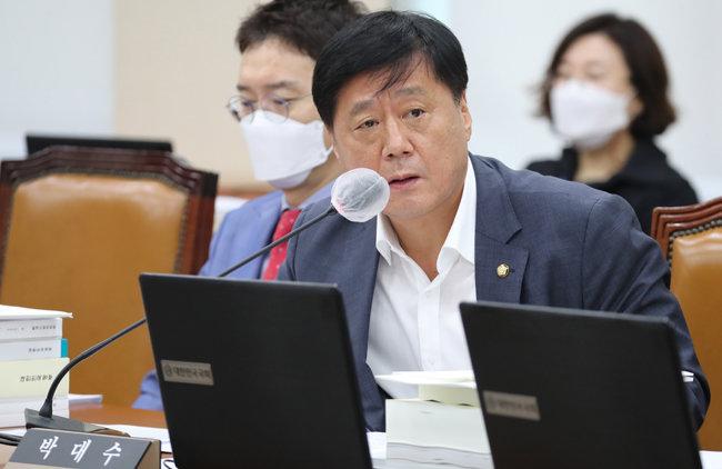 2020년 10월 국정감사에서 박대수 국민의힘 의원은 연천군 은통산업단지 예상 폐기물 과소측정 의혹을 제기했다. [동아DB]