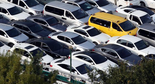 중고차가 빼곡히 주차돼 있는 서울 한 중고차 매매단지 모습. 사진은 기사 내용과 직접 관련 없음. [뉴스1]