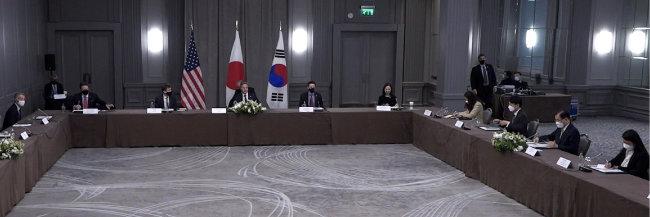 G7 외교·개발장관회의 참석차 영국을 방문 중인 정의용 외교부 장관과 토니 블링컨 미 국무부 장관, 모테기 도시미쓰 일본 외무상이 5월 5일(현지시간) 한미일 외교장관 회의를 하고 있다. [외교부 영상 캡쳐]