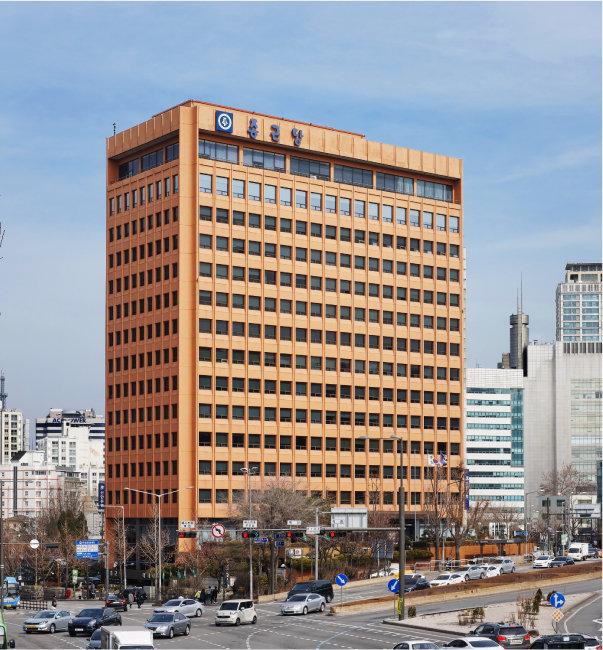 서울 서대문구 충정로 종근당 빌딩. 충정로는 종근당이 기업 면모를 갖추고 사세를 확장하며 성장 및 도약하는 데 중요한 거점이었다. [종근당 제공]
