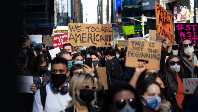 3월 20일(현지 시간) 미국 뉴욕 맨해튼 타임스퀘어에서 아시아계 증오범죄를 규탄하는 시민들이 거리에서 시위를 벌이고 있다. [뉴시스]