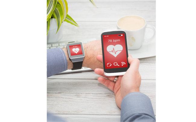 시계처럼 착용하는 웨어러블 기기와 휴대전화 등을 결합해 소비자에게 각종 의료 정보를 제공하는 기술이 빠르게 발전하면서 최근 글로벌 테크 기업 사이에서 건강 데이터 확보 경쟁이 본격화하고 있다. [GettyImage]