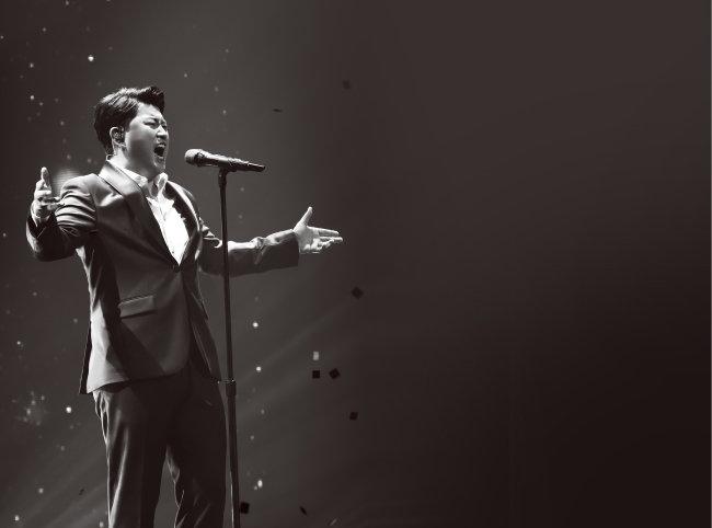 지난해 8월 열린 팬미팅 '우리 家 처음으로'에서 김호중이 열창하고 있다. [생각을보여주는엔터테인먼트 제공]