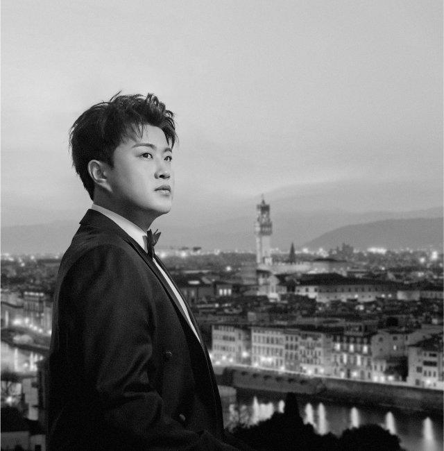 김호중은 '더 클래식' 앨범 등으로  지난해 밀리언셀러를 달성했다. [워너뮤직코리아 제공]