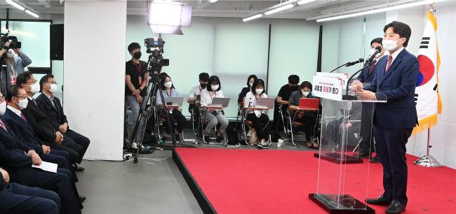 6월 11일 이준석 국민의힘 대표가 서울 영등포구 국민의힘 당사에서 당 대표 취임 기자회견을 하고 있다. [사진공동취재단]