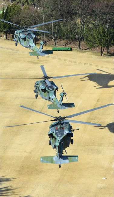 군의 기동헬기 UH-60. 2030년부터 UH-60의 수명주기가 도래해 이를 대체하려고 수리온 개발 사업이 시작됐다. [동아DB]