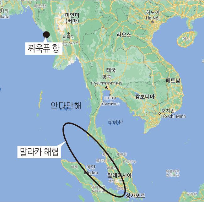 미얀마 동북부 지역은 중국과 국경을 맞대고 있다. 중국은 인도양과 남중국해를 연결하는 말라카 해협이 미군에 의해 막힐 염려를 대비해 미얀마 짜욱퓨 항을 통해 육로로 원유를 수송하고 있다. [구글 맵스 캡처]