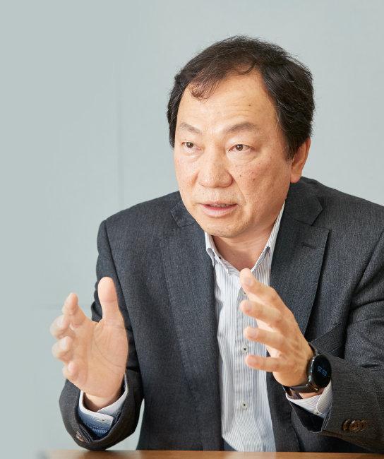 """권순우 한국자영업연구원장은 """"노동 개혁과 기업 개혁 없이 자영업 문제가 해결될 수 없다""""고 강조했다. [홍중식 기자]"""