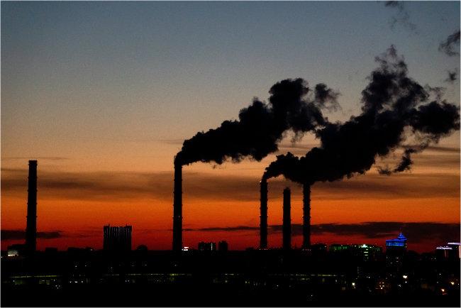 현재 국내 기업들의 탄소배출량은 ESG 평가에 빠져 있다. 기업들이 탄소배출량을 공시해야 할 의무가 없기 때문이다. [Gettyimages]