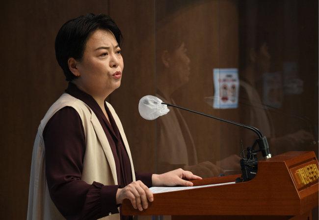 윤희숙 의원은 7월 2일 국회 의원회관에서 기자회견을 열고 대통령 선거 출마 의사를 밝혔다. [동아DB]