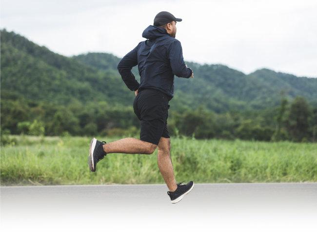 """조정현 난임전문의는 """"힘든 근력운동보다 가벼운 조깅이 정자 건강에 더 도움이 된다""""고 강조했다. [GettyImage]"""