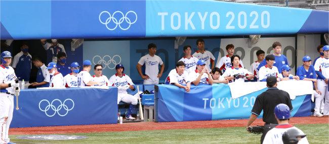 8월 7일 일본 가나가와현 요코하마 스타디움에서 열린 2020 도쿄 올림픽 대한민국과 도미니카공화국의 경기 중 대한민국 국가대표팀 더그아웃. [동아DB]