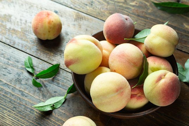 여름 과일 복숭아는 딱딱하든 말랑하든 달콤하고 시원한 맛이 일품이다. [GettyImage]