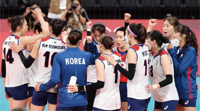 8월 6일 일본 도쿄 아리아케 아레나에서 열린 2020 도쿄 올림픽 여자 배구 한국-브라질 준결승전 경기. 해당 경기 시작 시각은 오후 1시에서 오후 9시로 변경됐다. [뉴스1]