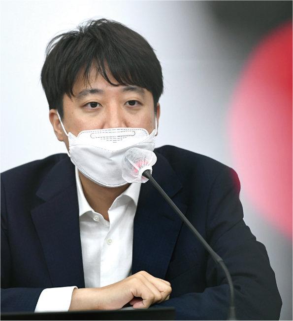 이준석 국민의힘 대표가 8월 5일 서울 여의도 국회에서 열린 최고위원회에서 발언하고 있다. 이 대표는 20대 남성의 많은 지지를 받고있다. [동아DB]