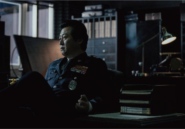 '영화 1987'에서 치안본부 대공처장으로 열연한 배우 김윤식은 악의 화신으로 그려진다. [CJ ENM 제공]