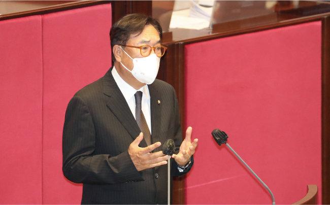 8월 31일 국회 본회의에서 하반기 국회부의장으로 선출된 정진석 국민의힘 의원이 소감을 밝히고 있다. 정 의원은 당내 친윤 좌장 역할을 하고 있다. [동아DB]