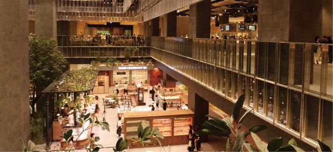 8월 20일 개장한 경기 화성 롯데백화점 동탄점은 전체 면적의 50%를 예술 문화 식음료 체험 공간으로 채웠다. [롯데백화점 제공]