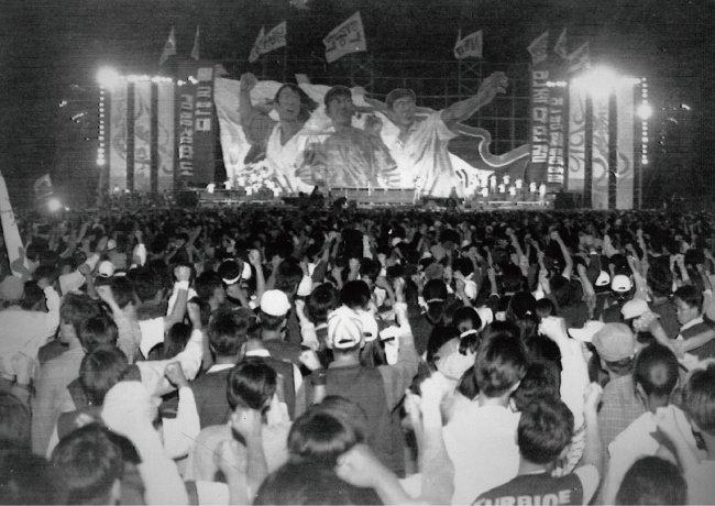 1994년 5월 28일 제2기 한총련(한국대학총학생회연합) 출범식이 광주 조선대 운동장에서 열렸다. [동아DB]
