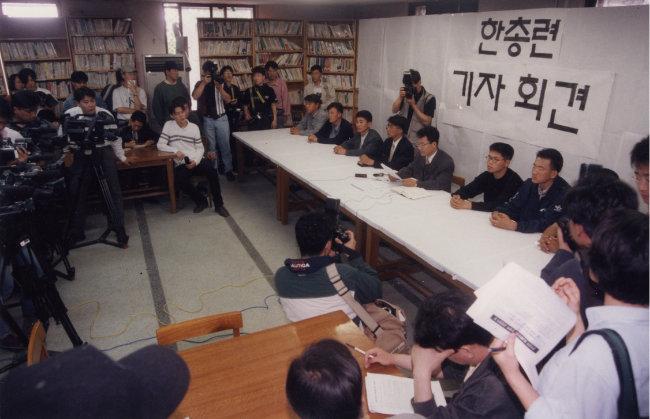 1997년 6월 2일 서울 성북구 고려대에서 열린 한총련 기자회견 모습. [동아DB]