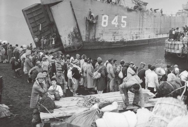 1950년 흥남 철수 작전 당시 피난민을 태운 빅토리호. [GettyImage]