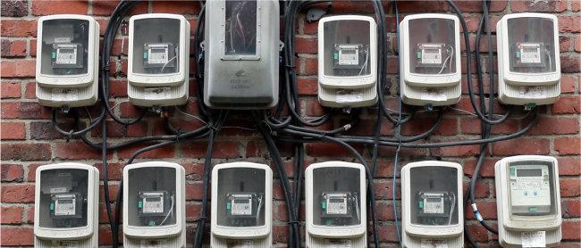 일부 제조업 시설은 유령 법인을 내고 전기계량기를 여러 대 설치하는 방식으로 전기요금을 줄이고 있다. [동아DB]