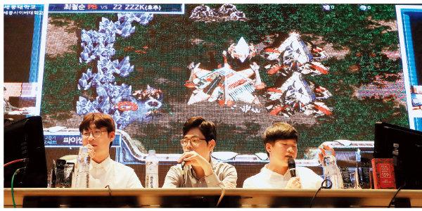 10월 31일 서울 광진구 세종대 학생회관에서 펼쳐진 '인간 vs 인공지능'의 스타크래프트 대결.[뉴스1]