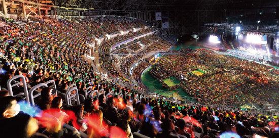 국제위러브유운동본부가 지난해 12월 18일 서울 고척스카이돔에서 개최한 제17회 새생명 사랑의 콘서트 현장.[사진 제공·국제위러브유운동본부]